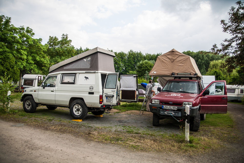 campin toyota jeep hubdach dachzelt autocamp family pioneer